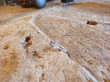 Silverring med lila cubic zirconia