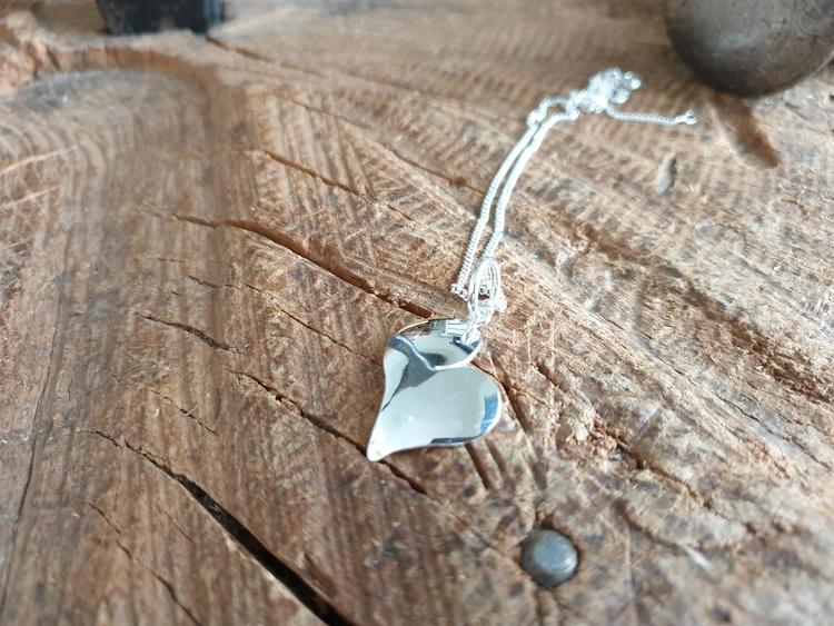 silverhalsband blankt litet hjärta