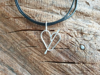 silverhalsband hjärta med amors pil
