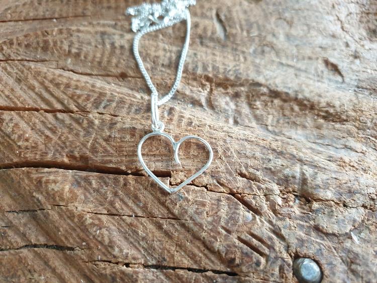 silverhalsband litet runt hjärta