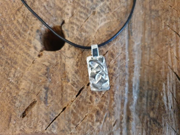 silverhalsband med silverskrot