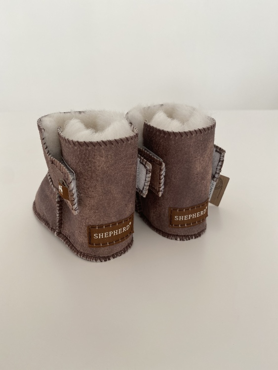 Tofflor i fårskinn färgen Antique/creme, Borås - Shepherd