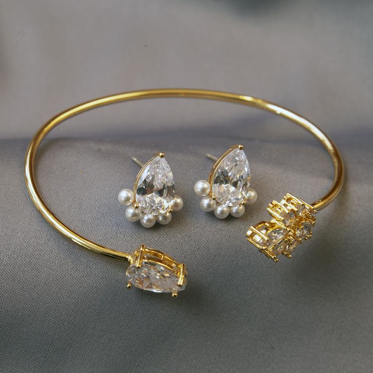 Bracelet + earrings
