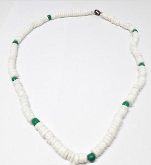 Halsband i ben, vitt och grönt