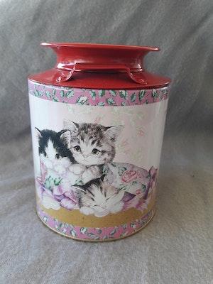 Plåtburk med sött kattmotiv