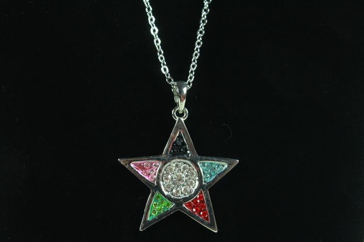 Halsband med stjärnformat hängsmycke i multifärg