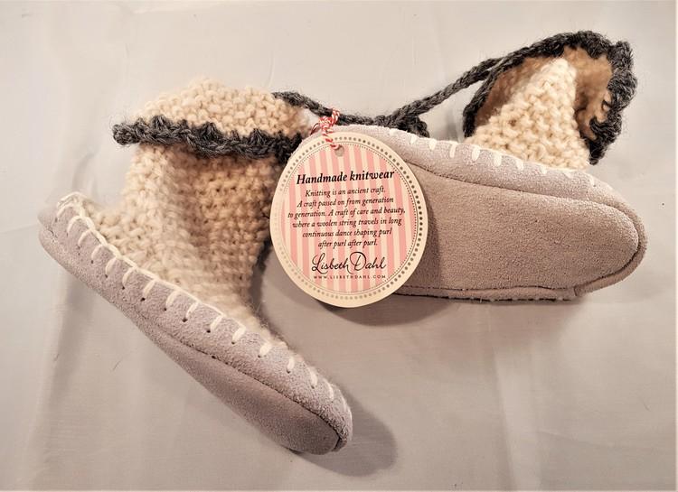Handstickade barnstrumpor med lädersula, storlek 25/26
