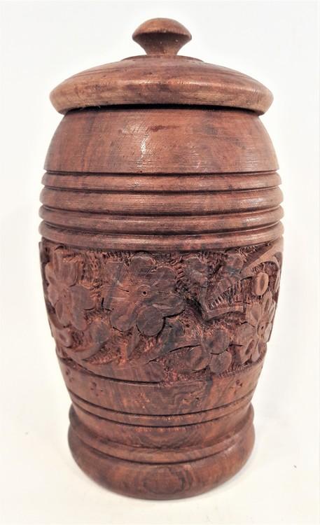 Hög skål med lock i snidat trä