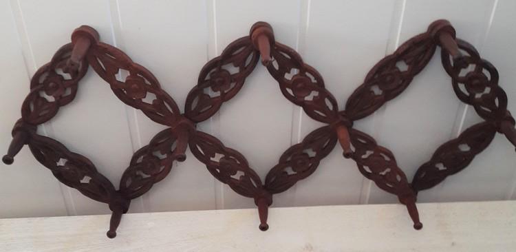 Hängare med 8 krokar i snidat trä