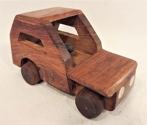 Bil i trä