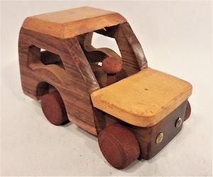 Bil i trä, tvåfärgad