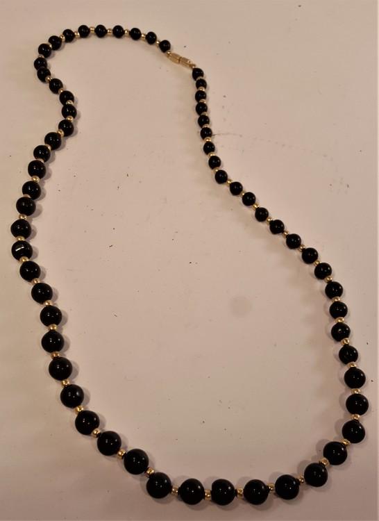Halsband av svart agat, runda kulor