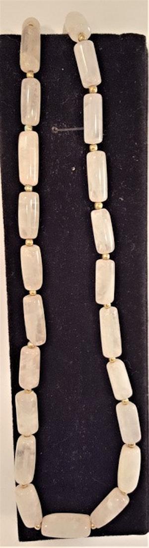 Halsband av vit agat, avlånga stenar -64 cm