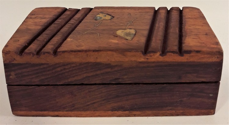 Snidat handgjort träskrin, 3 fack