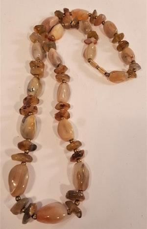 Halsband av Tigerögon/Agat