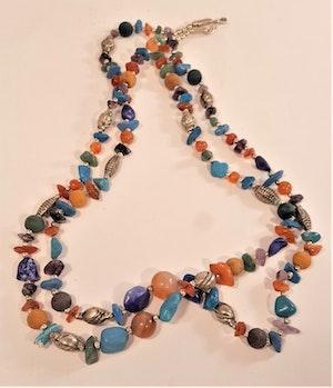Halsband med mixade stenar, dubbelt