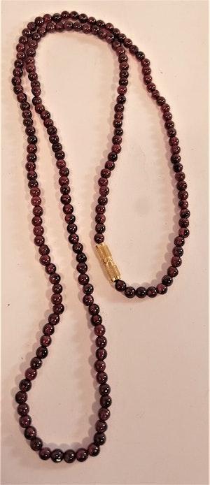 Halsband av Granat