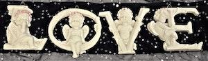 4 änglar att hänga som bildar ordet LOVE