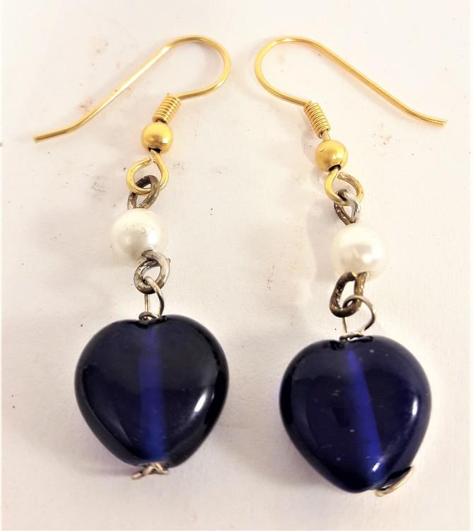 Söta blå hjärtformade örhängen