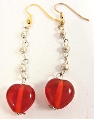 Söta röda hjärtformade örhängen