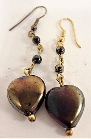 Söta skimrande hjärtformade örhängen