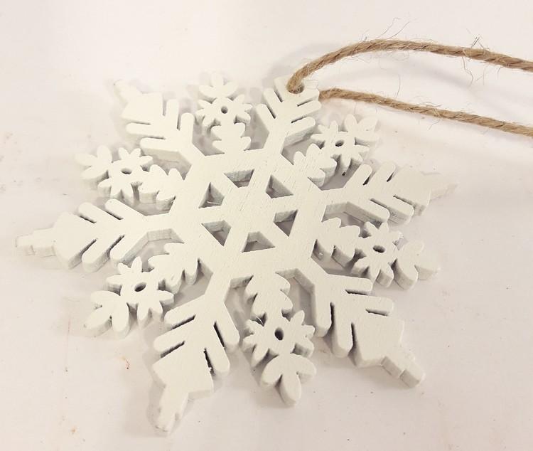 Julpynt, snöflinga med snöre