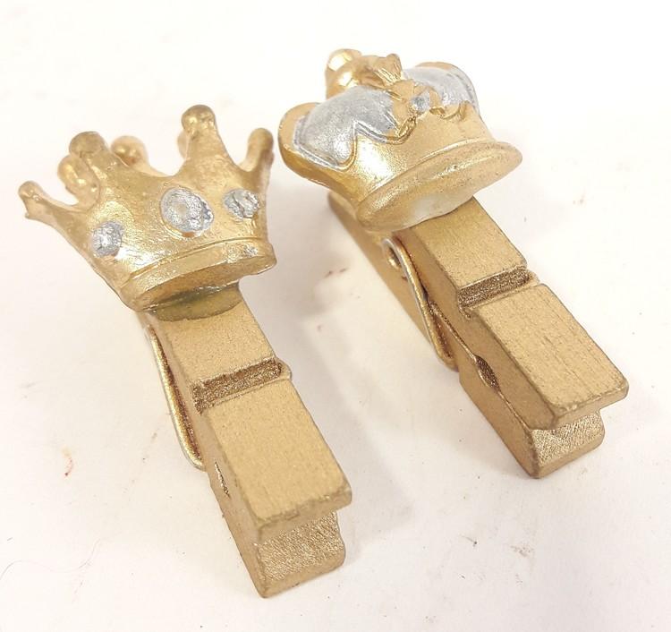 Söt liten guldfärgad krona med klädnypa, x1