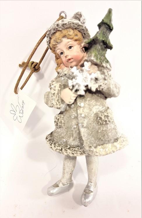Prydnadsfigur att hänga, söt flicka med snöflinga och gran. Detaljfull och dekorativ. Med snöre