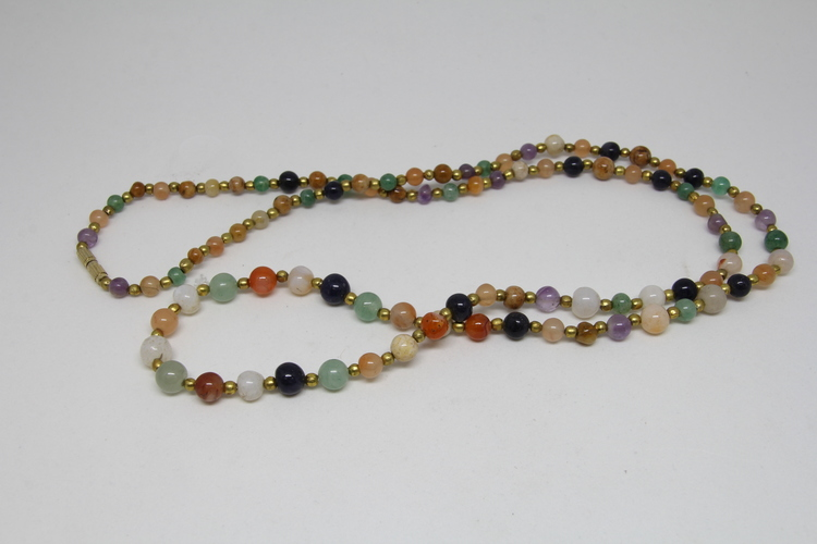 Halsband av mix av halvädelstenar