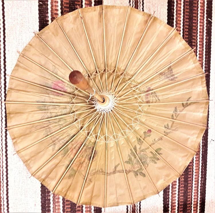 Kinesiskt paraply i trä och papper