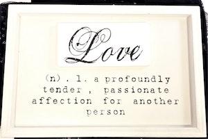 """Tavla med text """"Love..."""""""