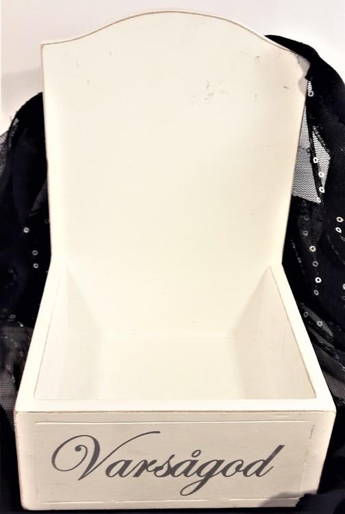 """Different Design, vit trälåda med text """"Varsågod"""""""