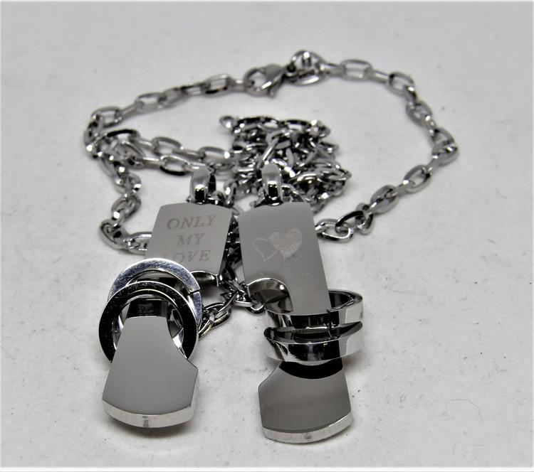 Halsband med Dekorativa Plattor med Text och Hjärtan Silverfärg