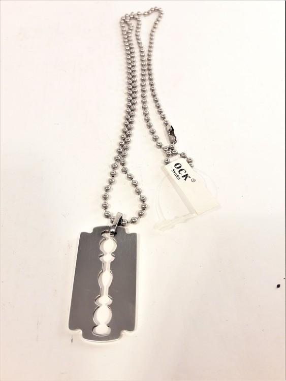 Halsband med Metallhänge Rakblad Silverfärg