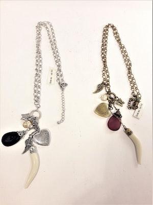 Vackert och Dekorativt Halsband med Hänge med Fjäril, Änglavinge, Bete, Stenar och Hjärta 2 Varianter