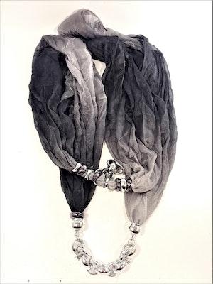 Svart scarf med silverfärgade detaljer
