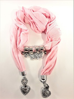 Snygg rosa scarf med många detaljer, hjärtan, elefanter, fjärilar