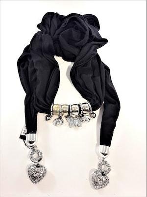 Snygg svart scarf med många detaljer, hjärtan, elefanter, fjärilar