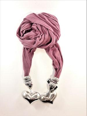 Snygg lila scarf med silverfärgade detaljer, bl.a. hjärtan