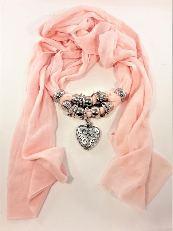 Fin scarf, rosa med silverfärgade dekorationer bl.a. hjärta