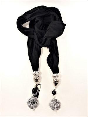 Svart scarf med svart kula och silverfärgad rundel