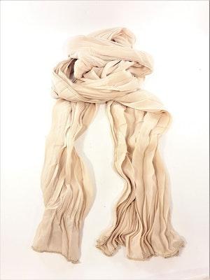 Veckad beige scarf
