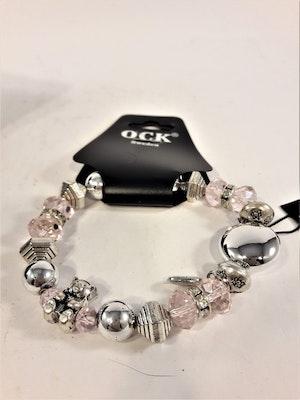 Armband med transparenta stenar och silverfärgade berlocker