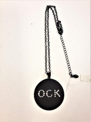 Halsband med platta med text, OCK i strass