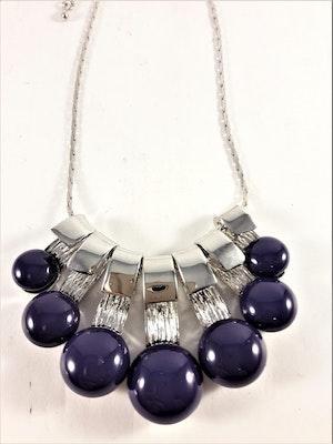 Dekorativt Halsband med Dekorationer Lila och Silverfärg