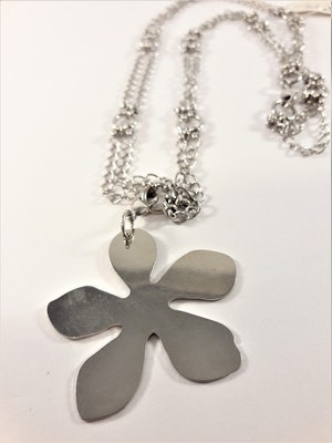 Dubbelkedja med blomma som hänge, silverfärg