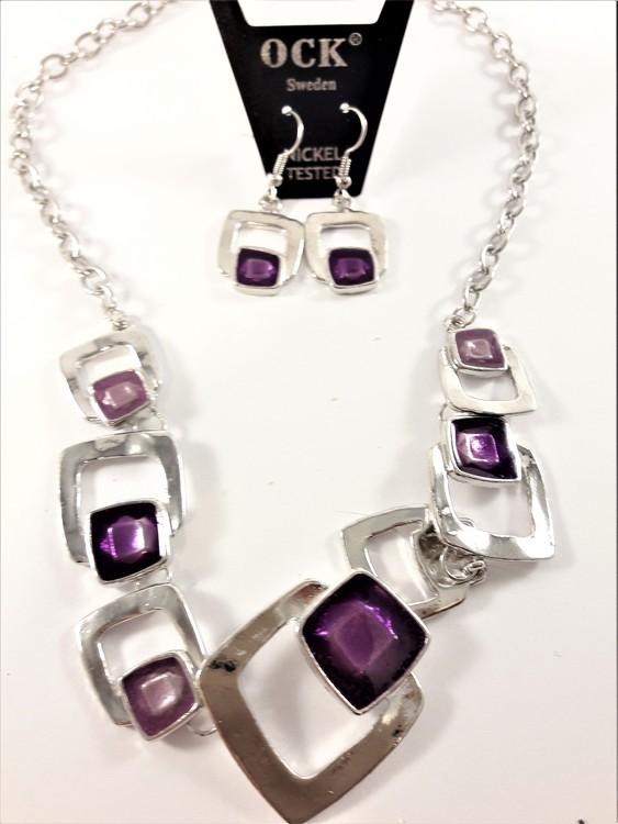 Halskedja med silverfärgade och lila fyrkantsdetaljer samt matchande örhängen