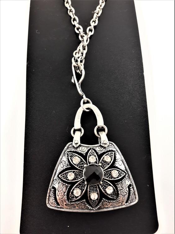 Halsband med Väskformat Hänge och Glittrande Stenar Silverfärg
