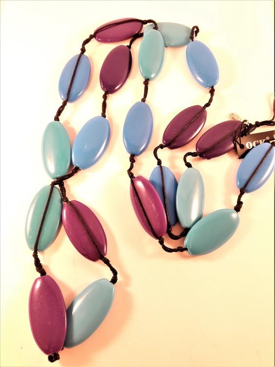 Långt halsband  med stora ovaler, lila, blå och gröna
