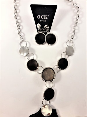 Halsband med fina detaljer och strass med matchande örhängen, svart